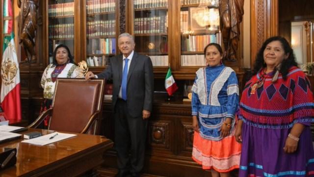 AMLO se reúne con mujeres indígenas aspirantes a la presidencia del CONAPRED