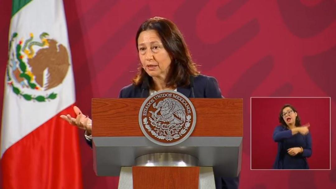 La directora general de AstraZeneca, México, Sylvia Varela, en conferencia de prensa con el presidente Andrés Manuel Lopez Obrador.