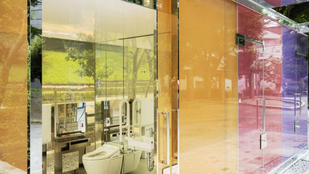 Baños públicos transparentes en Tokio, Japón