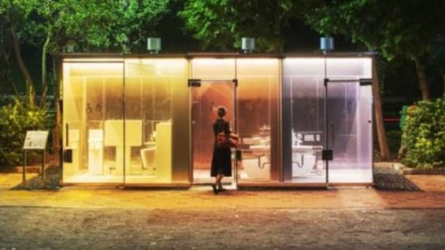 Baños públicos transparentes en Tokio
