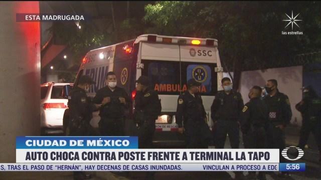 bomberos rescatan a hombres atrapados en automovil en cdmx