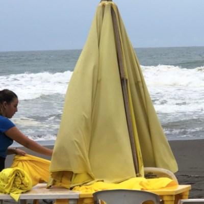 Tormenta 'Elida' provoca lluvias y oleaje alto en Colima y Michoacán