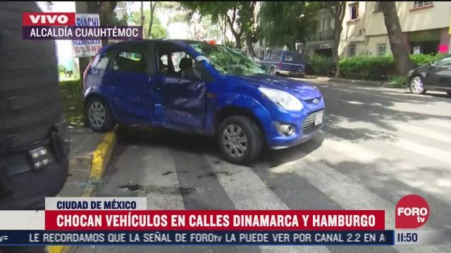 chocan vehiculos en calles dinamarca y hamburgo en la cdmx