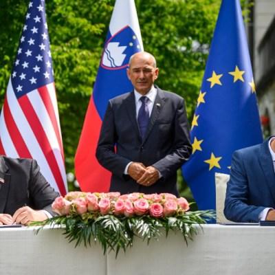 El secretario de Estado de Estados Unidos, Mike Pompeo, y el ministro de Exteriores esloveno, Anze Logar