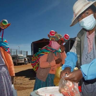 """Pie: """"Nada que celebrar"""" y mucho que exigir es el sentimiento compartido entre los cientos de etnias que habitan Sudamérica este Día Internacional de los Pueblos Indígenas, al que las consecuencias de la pandemia de la COVID-19 sustraen cualquier conmemoración festiva"""