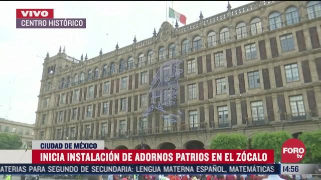 inicia instalacion de adornos patrios en el zocalo de la ciudad mexico