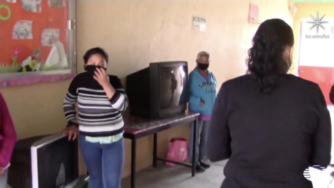 Iniciativas ciudadanas entregan televisiones y otras herramientas para clases en línea