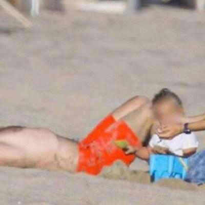 Los actores Bradley Cooper y Jennifer Garner fueron captados disfrutando la playa juntos.