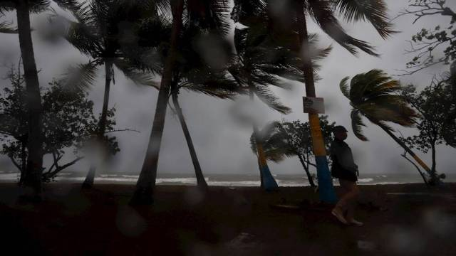 El Centro Nacional de Huracanes de Estados Unidos informó que 'Marco' se convirtió en huracán a su paso por el Golfo de México