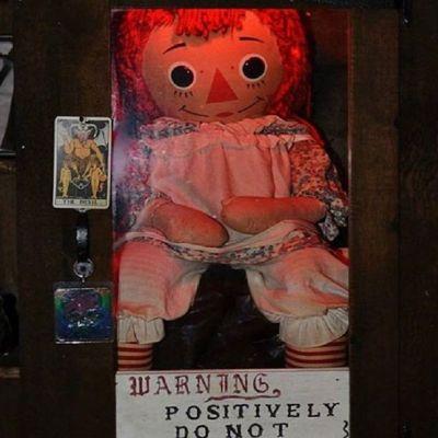 Reportan supuesta desaparición de la muñeca Annabelle  y surgen memes en redes sociales