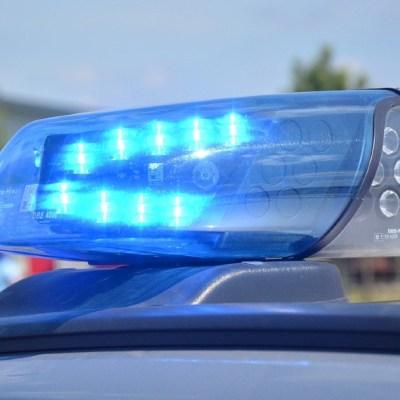 Video: Dos coches embisten a un hombre en aparatoso accidente en Periférico