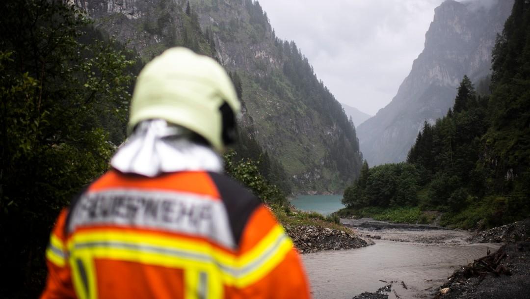 Por lluvia interrumpen búsqueda de barranquista español desaparecido en Suiza