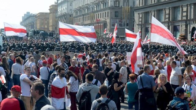 Más de 100,000 manifestantes protestan en Minsk contra Lukashenko