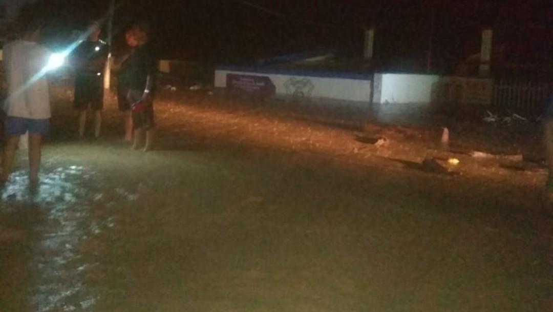 Se desborda río en Coyuta, Veracruz, y causa varias inundaciones