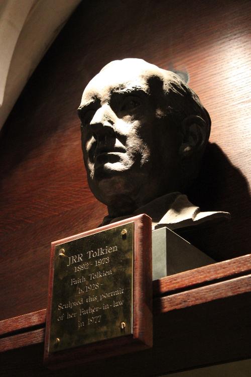 Busto de J.R.R. Tolkien