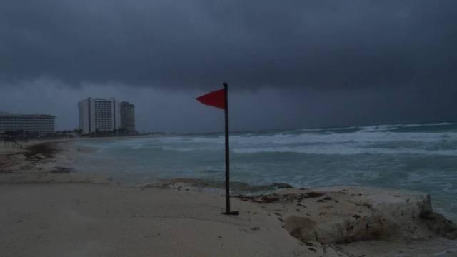 """El Servicio Meteorológico Nacional informó que la tormenta tropical """"Marco"""" se aleja de las costas de Quintana Roo"""