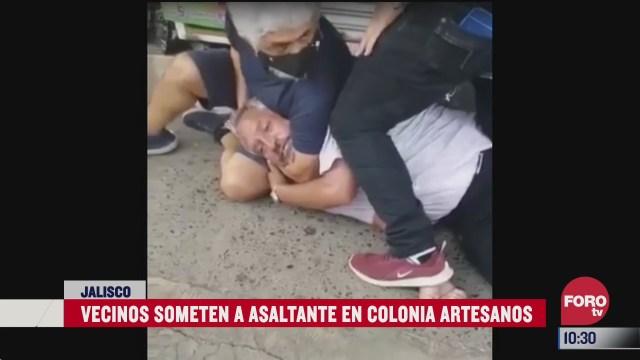 vecinos someten a asaltante en guadalajara jalisco