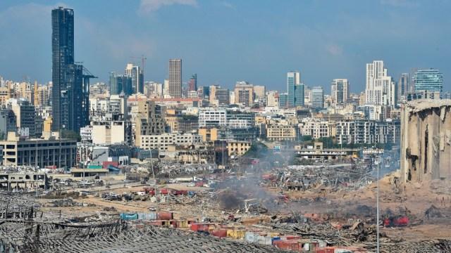 Vista general del puerto de Beirut tras explosión