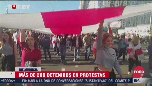 50 mil salen a protestar contra lukashenko en bielorrusia