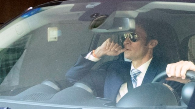 El abogado de Leo Messi, Jorge Pecourt, saliendo de la Fundación Messi en Barcelona