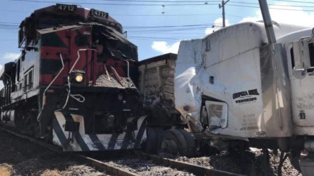 Un tren choca contra un tráiler en Nextlalpan