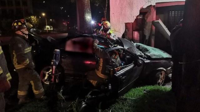 Muere automovilista al impactarse contra cárcamo de bombeo en Anillo Periférico, CDMX