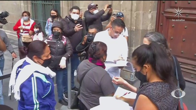 Padres de 43 normalistas se reúnen con AMLO