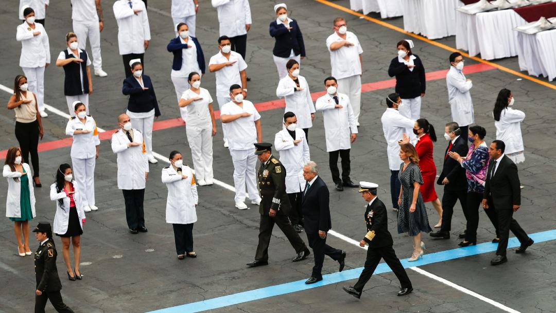 AMLO entrega Condecoración Miguel Hidalgo a personal de salud por COVID-19