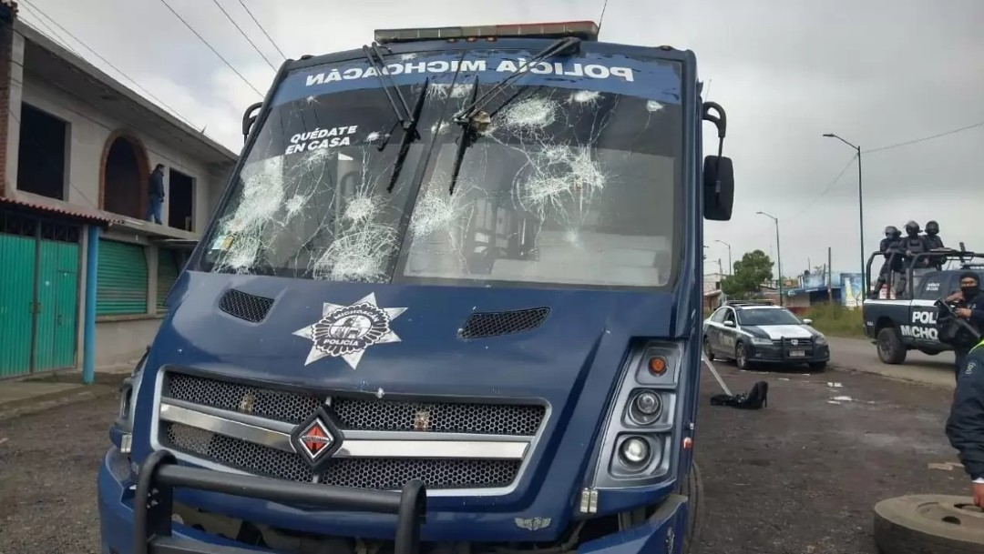 Aumentan a 11 los policías heridos tras enfrentamiento con normalistas en Tiripetío, Michoacán
