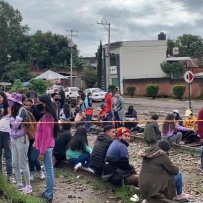 Bloqueo en vías del tren en comunidad de Uruapan, Michoacán