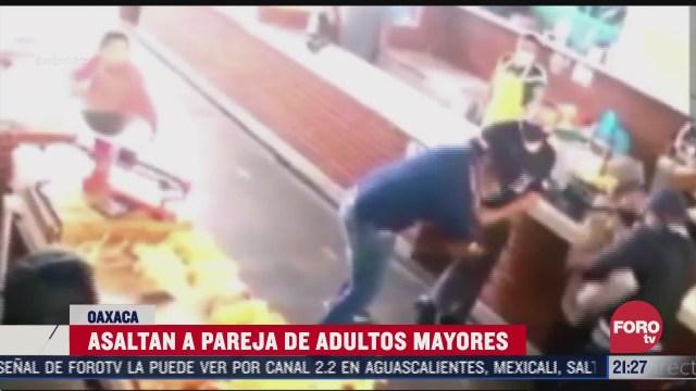 captan en video el asalto a una pareja de adultos mayores