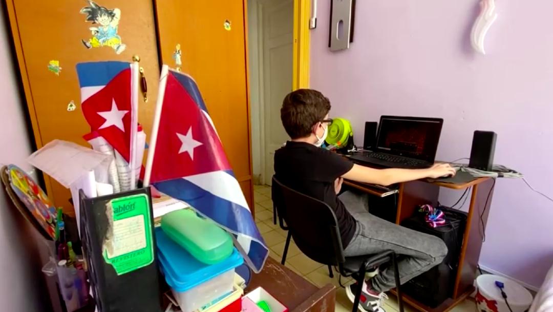 El menor cursa el sexto grado en una escuela de La Habana, Cuba, es muy inteligente, ha cursado estudios de informática y además ha estudiado inglés y chino