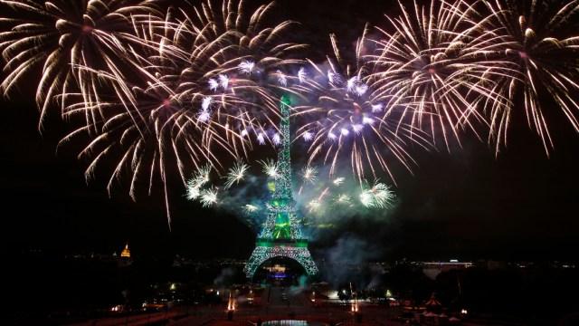 Desalojan la Torre Eiffel por alerta de bomba
