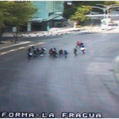 Policías evitan actos vandálicos por parte de encapuchados en Paseo de la Reforma