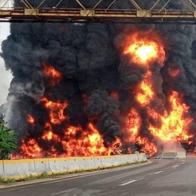Choque provoca explosión de pipa con combustible en Tabasco; mueren 4 personas
