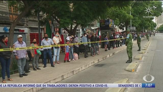 familias intentan llegar al zocalo cdmx para ver el desfile pese a cierre
