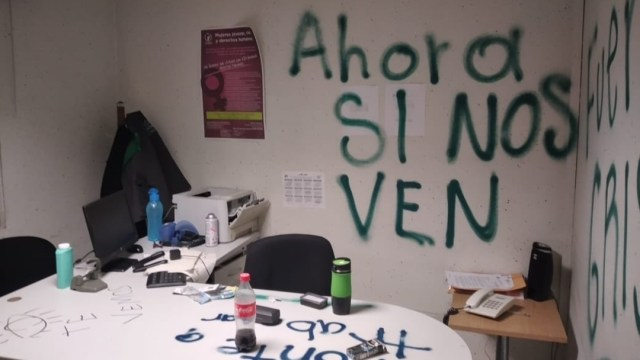 Feministas denuncian presunta agresión policial en desalojo de Codhem