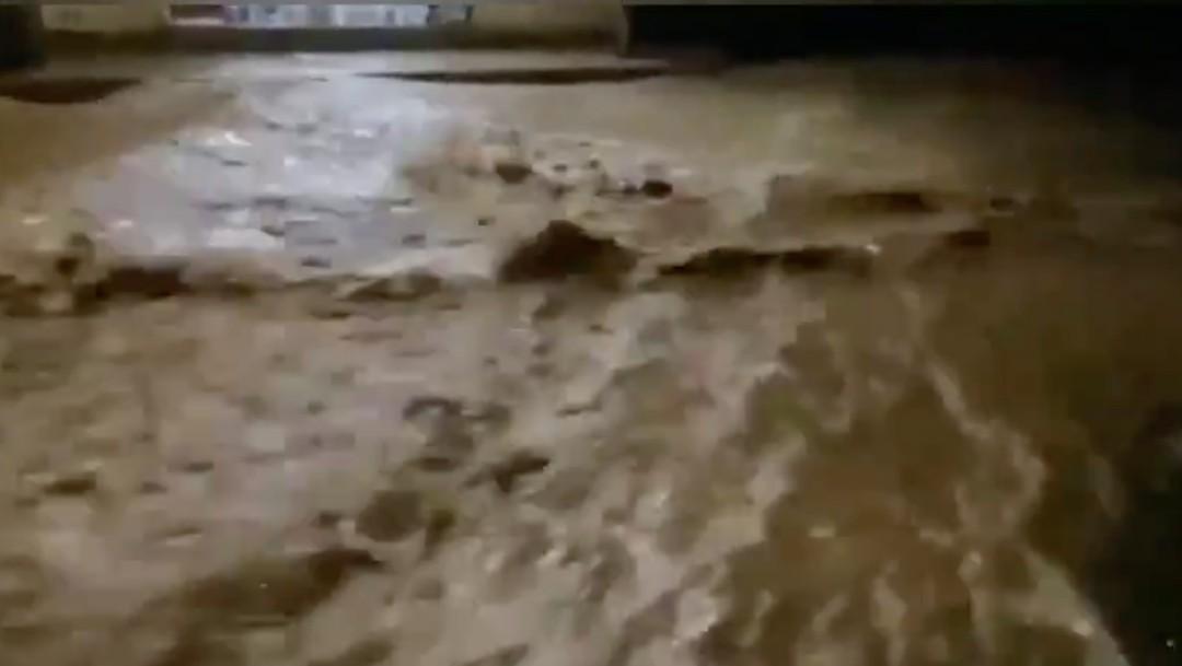 Fuerte lluvia causa inundaciones en varias colonias de Cuernavaca, Morelos