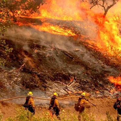 México envía bomberos a California para combatir incendios forestales
