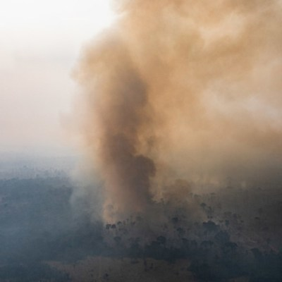 Impresionante incendio en Brasil arde en un área comparable a los de California