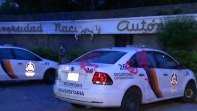 Jóvenes causan daños a vehículos en la UNAM