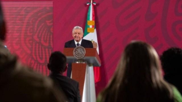 López Obrador frente a reporteros