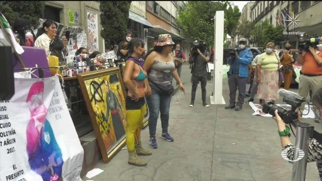 Madres de víctimas y colectivos feministas continúan su protesta en instalaciones de la CNDH en la CDMX