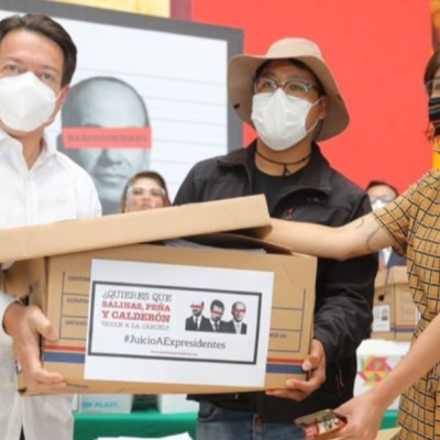 Diputados de Morena entregan 300 mil firmas para enjuiciar a expresidentes