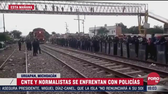 normalistas se enfrentan con policias en michoacan