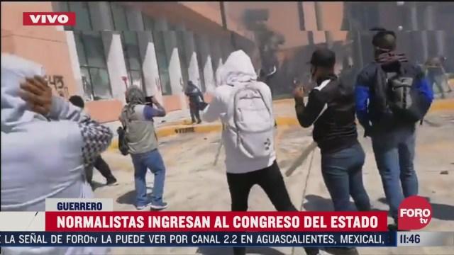normalistas vandalizan el congreso de guerrero