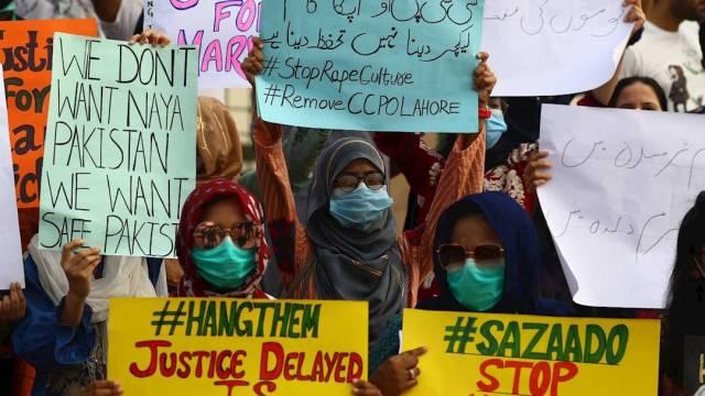 """La violación de una mujer frente a sus dos hijos en Pakistán provocó varias protestas en el país ante la llamada """"cultura patriarcal"""""""
