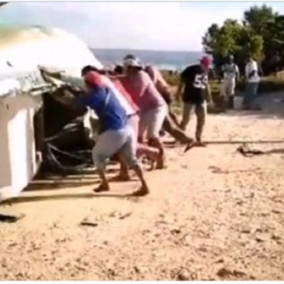 Pescadores-se-enfrentan-por-muelle-y-bodegas-en-Campeche