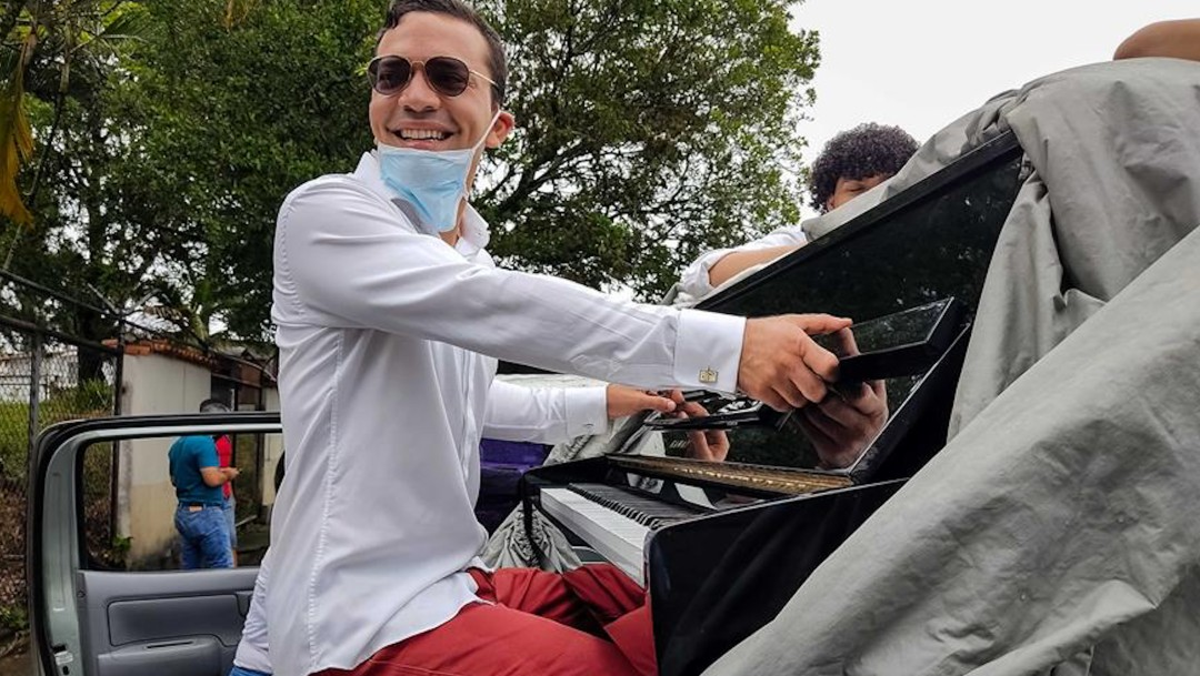 Pianista esparce 'desinfección musical' contra COVID-19 en Venezuela