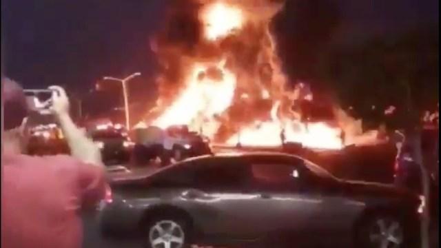 Pipa de Pemex se incendia tras chocar en Playas de Rosarito, BC